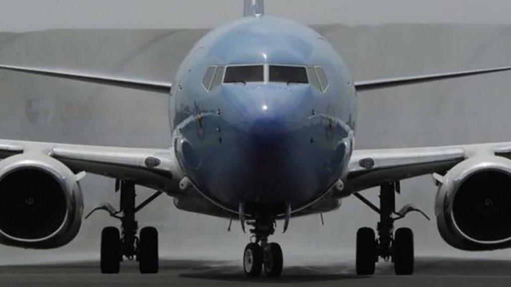 Endonezya'da korku dolu anlar! Kargo uçağı pistten çıktı